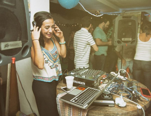 DJ Nina playing live - La Hamaca Hostel
