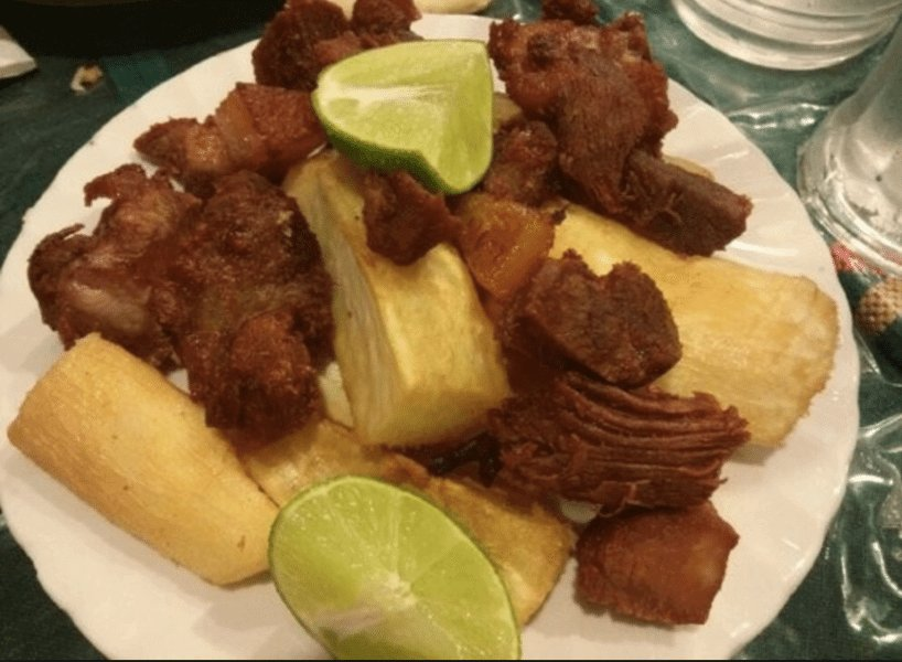 Delicious honduran food : Yuca con Chicharrón
