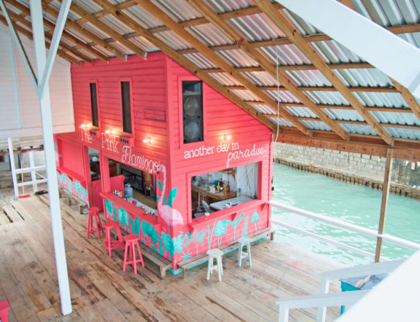 the-pink-flamingo-bar-at-la-hamaca-utila
